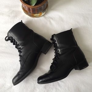 Vintage Waterproof Black Lace Up Boots. size 8